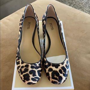 MICHAEL Michael Kors Shoes - NWT Michael Kors Arabella Kitten Pump
